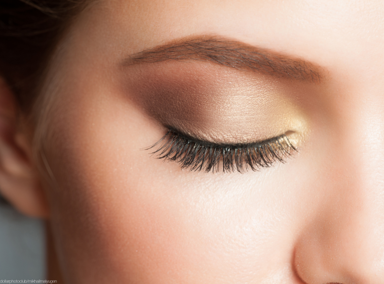 How to Apply Your Eye Shadow Like a Pro