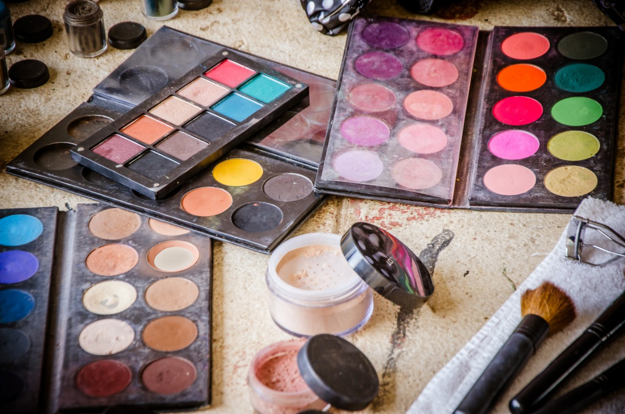 Tips for Giving Your Makeup Bag a Spring Cleaning