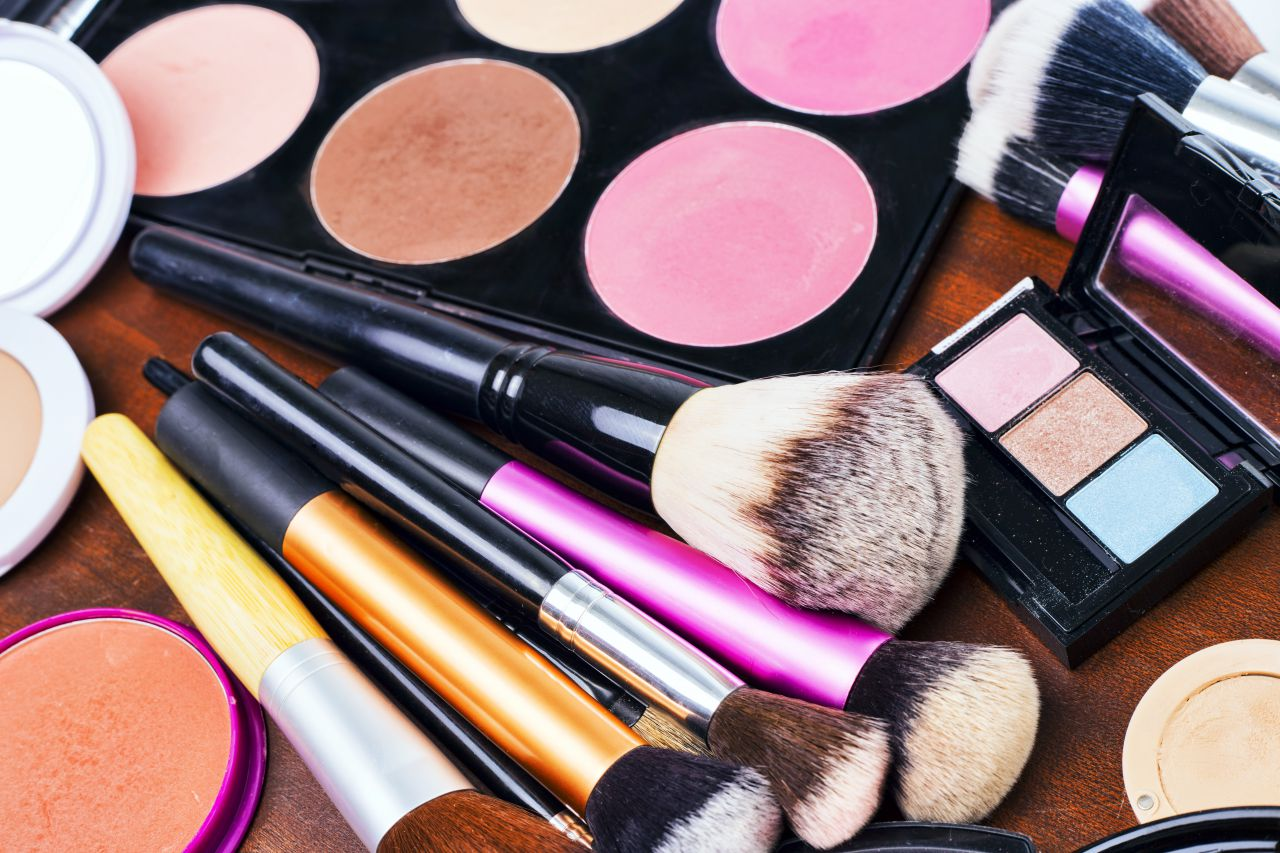 How to Begin Creating your Professional Makeup Artist Kit - Frends ... 16248467e